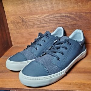 American Eagle Dylan Sneakers. Sz. 4 1/2 Y